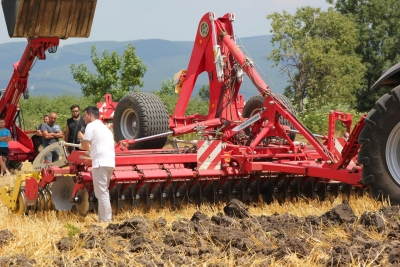 Field demonstration in Sokolovo village