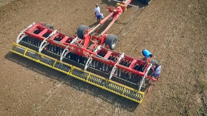 Field demo of disc harrow Poettinger Terradisc 10001T in Pleven region