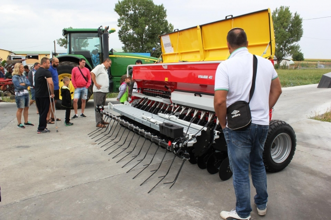 Presentation of Bulagro Machines in Polski Izvor village