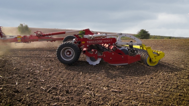 The first field demo of Poettinger Terradisc 10001T in Bulgaria